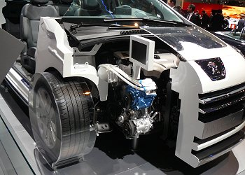 The Peugeot 3008 HYbrid4 engine