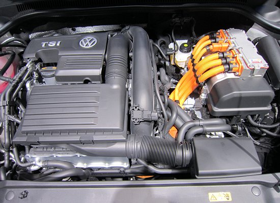 Engine room of Jetta HV