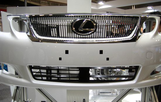 Front grille shutter contributing to improved fuel efficiency