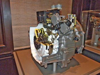 A cutaway model of the 7-speed DCT