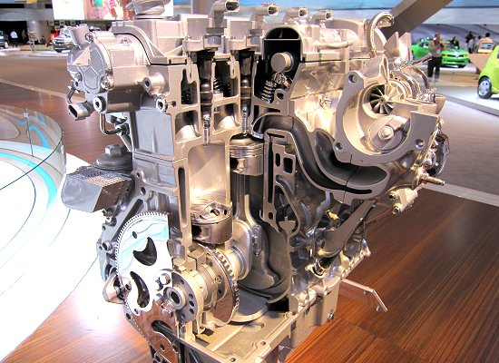 GM: 2.0L in-line 4-cylinder turbocharged engine with VVT