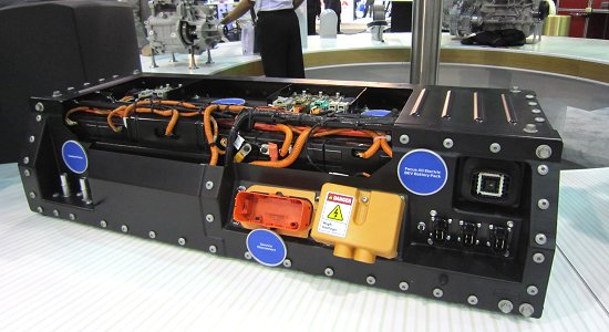 Water-cooled Li-ion battery planned to be used in FOCUS EV. FOCUS EV also has batteries behind the rear seats and under the floor.