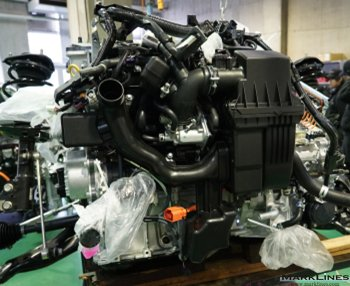 External view of the engine seen from the vehicle front
